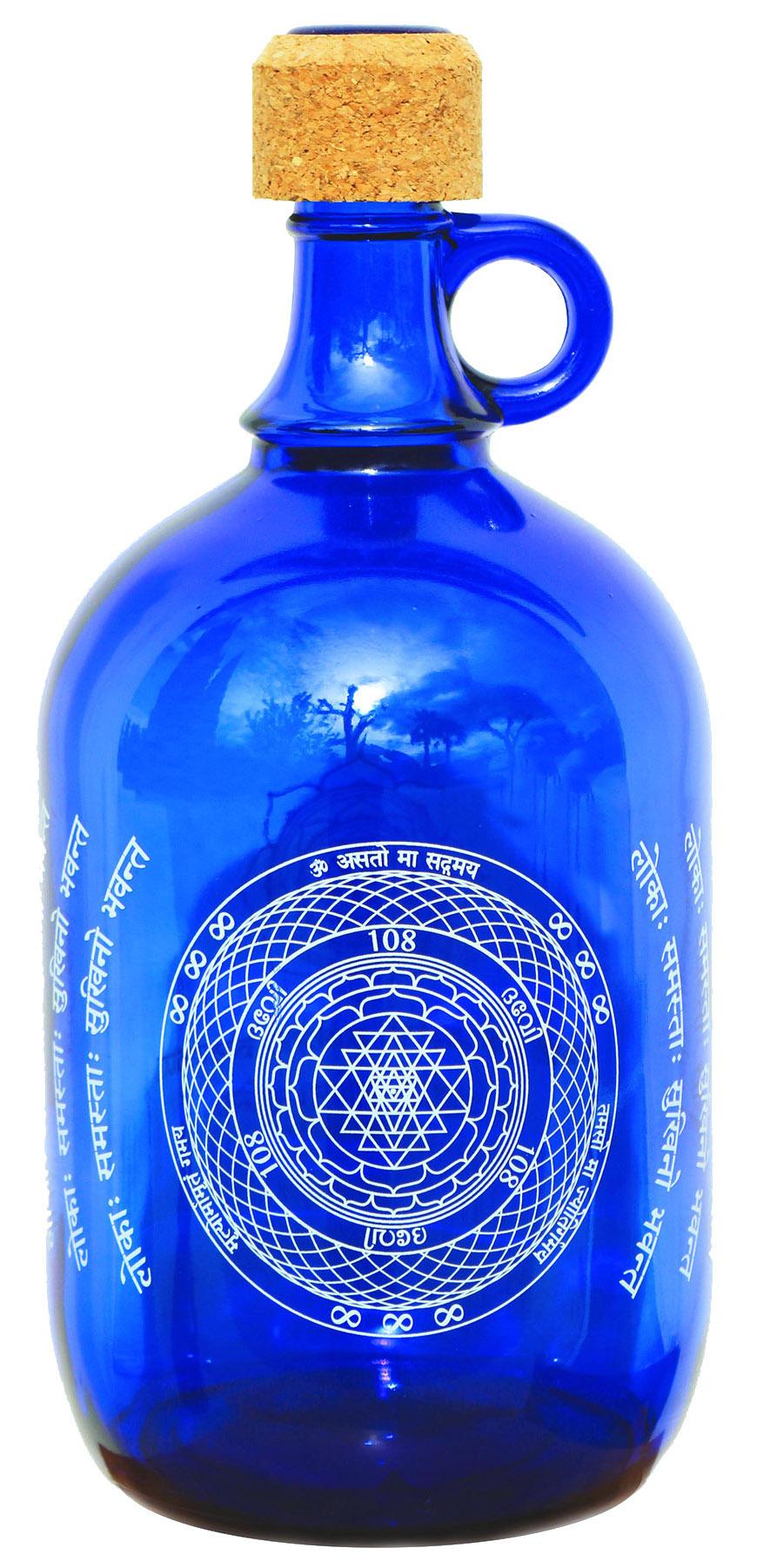 "Devi Water, ""Sri Yantra"", Blauglas Wasserflasche, 2L"